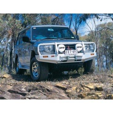 Передний бампер ARB Deluxe на Mitsubishi Pajero/Montero1997-2000г. под лебедку (3434040)