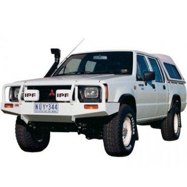 Передний бампер ARB Deluxe на Mitsubishi Triton/L200/Strada →1996г. (3246010)