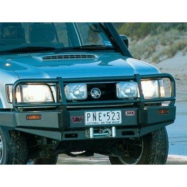 Передний бампер ARB Deluxe на Holden Jackaroo под лебедку 1998-2014г. для широкой модели кузова. (3444070)