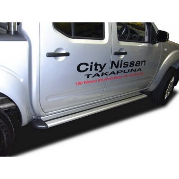 Пороги аллюминевые Avengertop на Nissan Navara